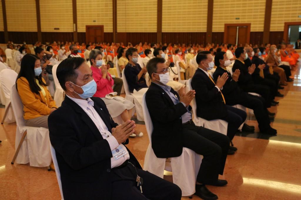 630701 สมเด็จพระมหาธีราจารย์ผู้แทนฯ พิธีประทานวุฒิบัตร พท 26 มี อธิการ รอง กต พศ 31
