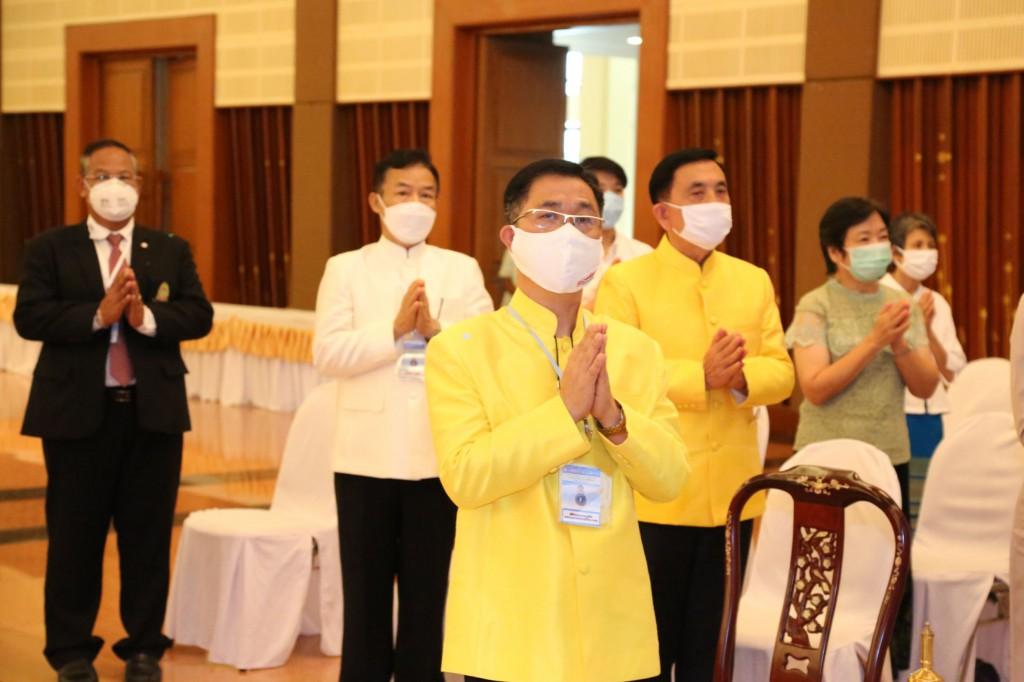 630701 สมเด็จพระมหาธีราจารย์ผู้แทนฯ พิธีประทานวุฒิบัตร พท 26 มี อธิการ รอง กต พศ 39